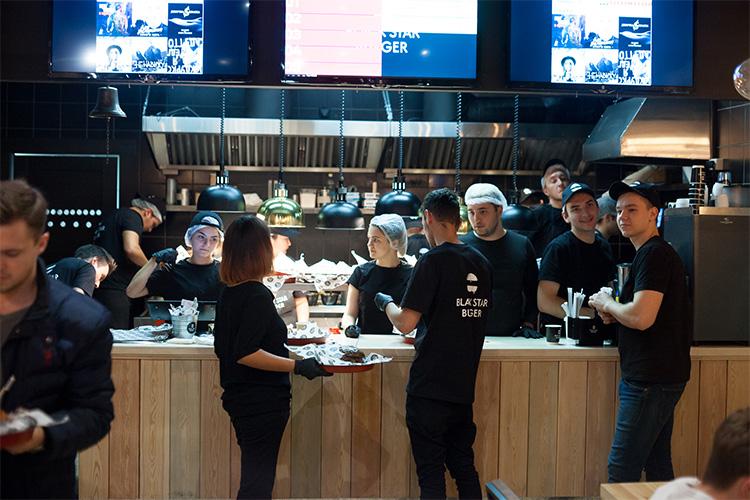 Специалисты ежедневно работают на благо компании и гостей Блэк Стар Бургер
